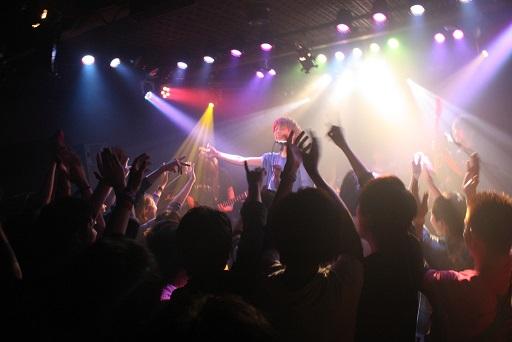 西新宿のライブイベントで一眼持ってモッシュしてきた